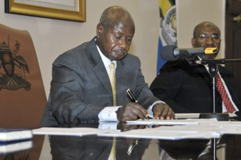 YOWERI MUSEVENI PRESIDENTE DE UGANDA