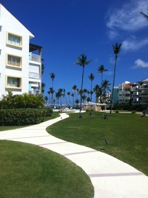 Camino del Condominio a la playa