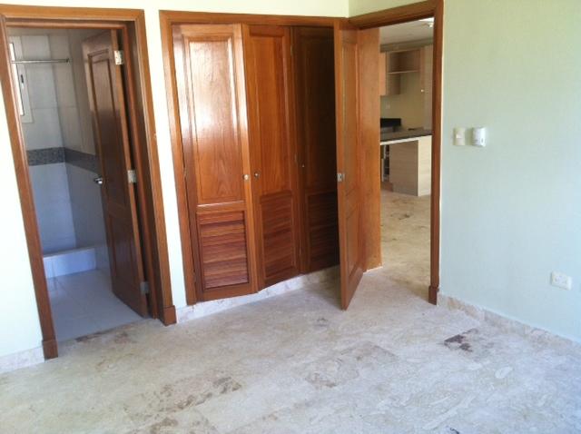 Hab Ppal closet y acceso a baño